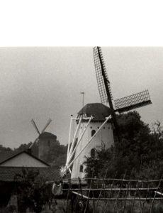 Een oude foto van De Volharding.